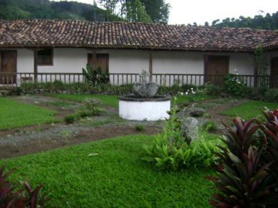 iglesia-de-cartago-Costa-Rica